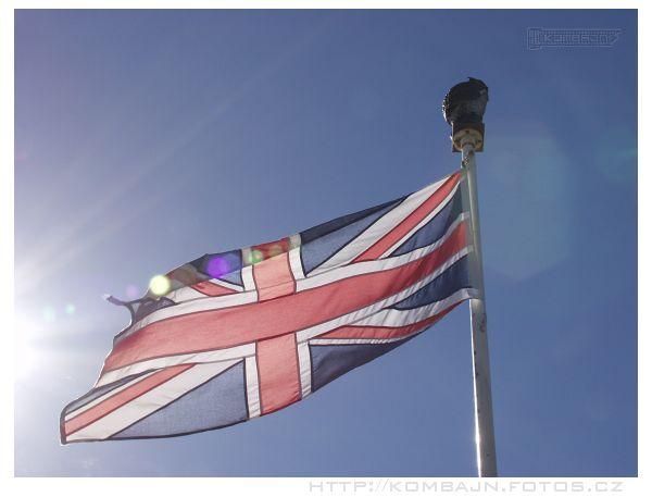 vyfotit zmítající se vlajku ve větru proti slunku není zas tak jednoduché...